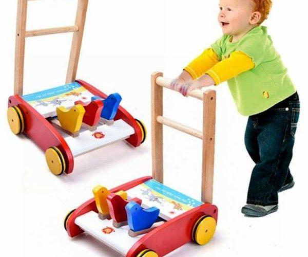 Kinh nghiệm chọn mua xe tập đi bằng gỗ cho bé