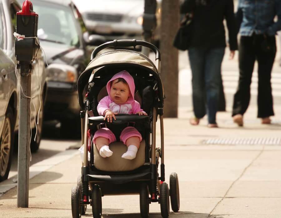Xe đẩy cho bé loại nào tốt nhất, những điều mẹ cần lưu ý khi  mua xe đẩy em bé